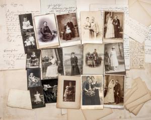 30486805-vieilles-lettres-et-photos-de-famille-anciennes-originaux-images-vintages-de-ca-1900
